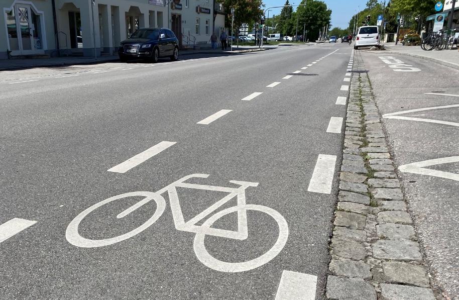 Fahrradstreifen in Neubiberg